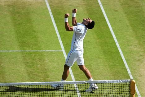 Novak Djokovic juhli finaalipaikkaa antaumuksella.