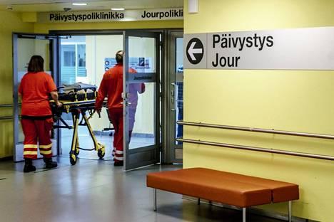 Helsingin ja Uudenmaan sairaanhoitopiirin päivystysten kesä on ollut tavanomainen. Meilahden päivystyspoliklinikalle potilaat tulevat vain lääkärin lähetteellä tai ambulanssilla.