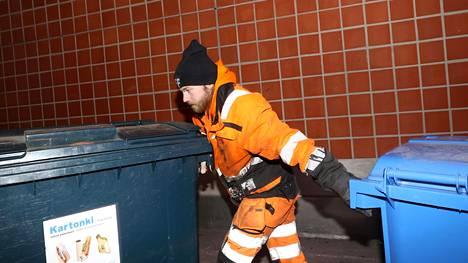 Big Brotherin viime kaudelta tuttu Olli-Pekka Parviainen viihtyy jäteautonkuljettajana. Hänellä on kuitenkin painava sana sanottavaan siitä, mitä hän päivittäin työssään näkee.