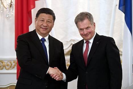 Kiinan presidentti Xi Jinping ja Suomen presidentti Sauli Niinistö tapasivat keskiviikkona seremoniallisissa merkeissä.