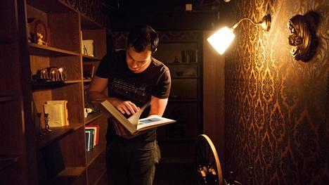 Lights Off -kauhupakohuoneessa teemana ovat demonit ja manaukset.
