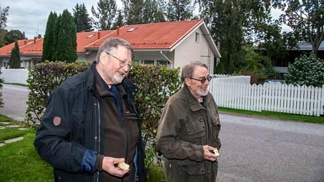 Pakilalaisia Matti Enrothia ja Simo Sankaria huolestuttavat asuinalueensa tiivistyminen ja vihreän vähentyminen.