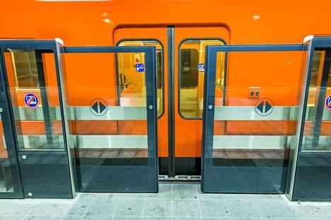 Metrossa kokeiltiin laituriovia Vuosaaren asemalla vuonna 2014.