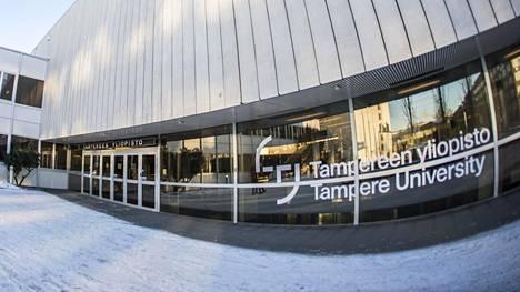 Tampereen yliopiston logo keskustakampuksella.