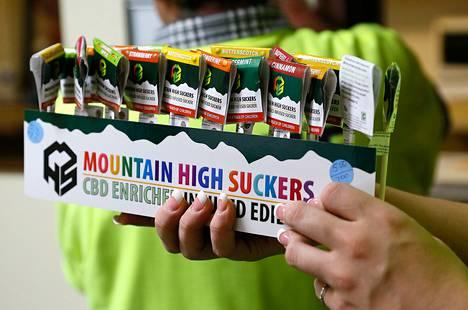 Kannabistikkareita myynnissä marihuanatuotteisiin erikoistuneessa liikkeessä Coloradossa tammikuussa.