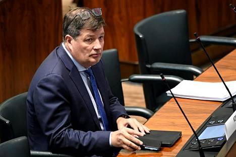 Kokoomuksen Arto Satonen eduskunnan kyselytunnilla Helsingissä 10. syyskuuta 2020. Satosella todettiin koronavirustartunta tiistaina.