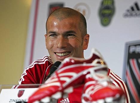 Zinedine Zidanen valmentajalisenssi ei ole kunnossa.