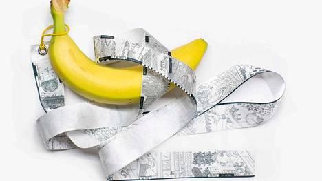 Banana Storyn ehdotus uudenlaiseksi elintarvikemerkinnäksi on todella pitkä. Näyttelyssä se on esillä erillisenä vitriinissä.