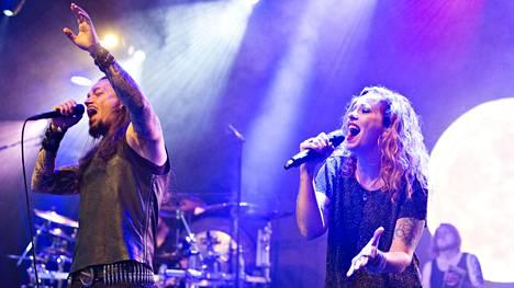 Amorphiksen keikka huipentui, kun hollantilaislaulaja Anneke van Giersbergen (oik.) nousi lavalle laulusolisti Tomi Joutsenen rinnalle laulamaan House of Sleepin.