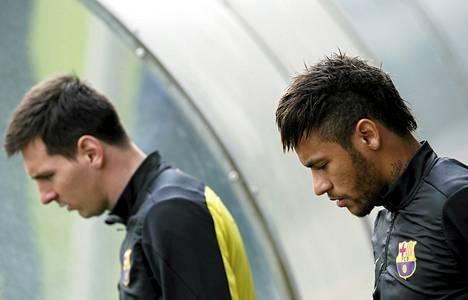 Barcelonan Lionel Messi (vas.) ja Neymar ovat MM-kisojen seuratuimpia tähtiä.