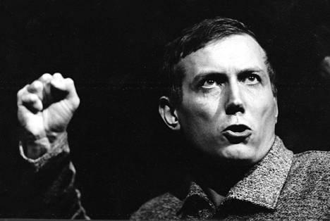 Runoilija Jevgeni Jevtušenko oli kirjallisesti aktiivinen etenkin 1960-luvulla.