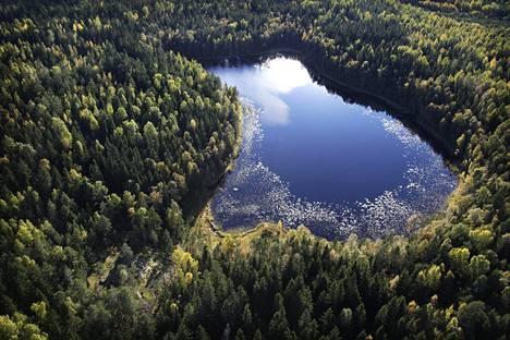 Tämän kokoisilla järvillä ei juhlittu kanadalaisessa järvivertailussa. Bisajärvi Sipoonkorvessa on kooltaan noin 400 aaria.