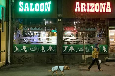 Castréninkadun Arizonassakaan kenenkään ei tarvinnut viettää toistaiseksi viimeistä baari-iltaansa yksin.
