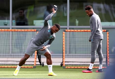 Tottenhamin Serge Aurier ja Ryan Sessegnon harjoittelivat yhdessä seuran treenikeskuksessa maaliskuun alussa.