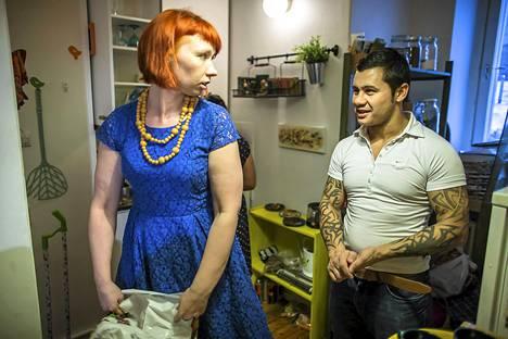 Марьяана Тойвиайнен, прихожанка церкви Kallion seurakunta в Хельсинки, на неделю приютила супружескую пару, приехавшую в Финляндию из Румынии без документов.