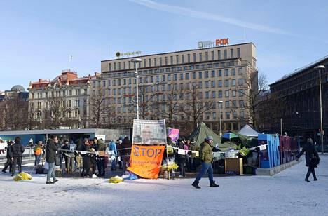 Turvapaikanhakijat ovat osoittaneet mieltään Helsingin keskustassa yli kaksi viikkoa.