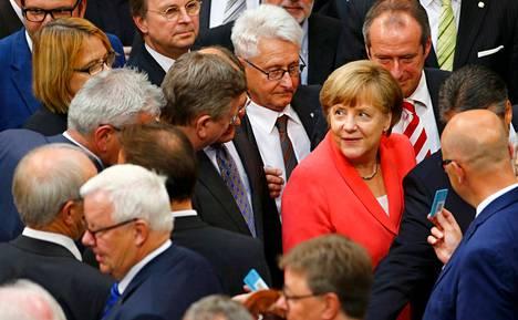 Saksan parlamentti hyväksyi perjantaina neuvottelujen aloittamisen Kreikan kolmannesta lainaohjelmasta.