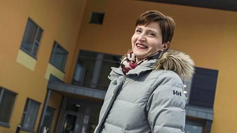 Entinen ministeri Susanna Huovinen toimii nyt Keski-Suomen ensi- ja turvakodin toiminnanjohtajana.