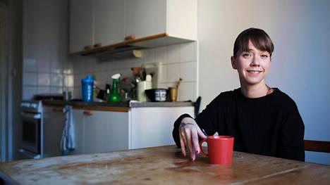 Aino-Maija Leinosen kotona on usein vähän sotkuista, mutta vieraat saavat silti tulla kylään. Kodin ei pidä olla mikään edustustila, hän sanoo.