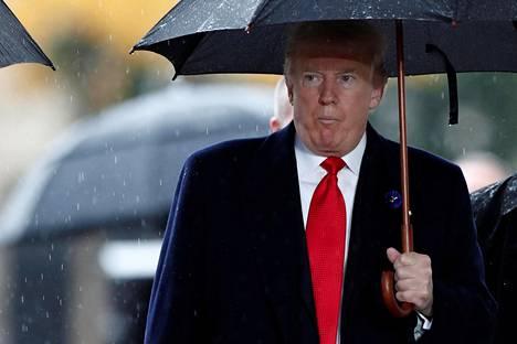Yhdysvaltain presidentti Donald Trump saapui ensimmäisen maailmansodan päättymisen muistojuhlaan Pariisin Riemukaarelle sunnuntaina.