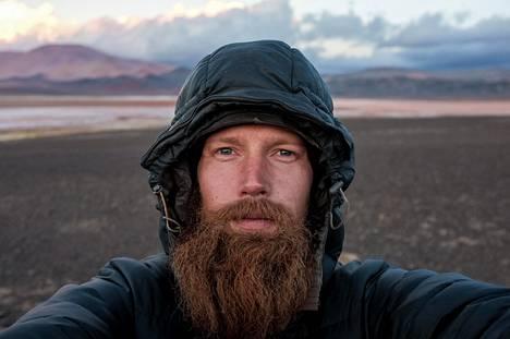 Roininen vietti 31-vuotis syntymäpäiväänsä Punan vuoristoaavikolla . Tuolloin lähimpään kylään oli matkaa 12 päivää pyörällä.