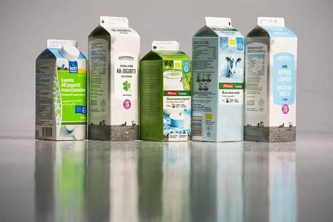 Myös maustamattomissa maitotuotteissa on sokeria, koska laktoosi lasketaan sokeriksi.