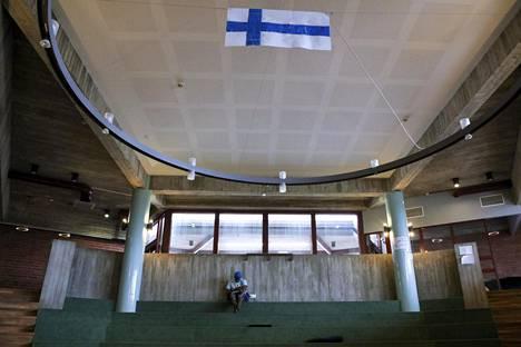 Evitskogin vastaanottokeskuksen aula Kirkkonummella. Valtio teki paljon ostoja vastaanottokeskuksia ylläpitäviltä yrityksiltä ja järjestöiltä viime vuonna.