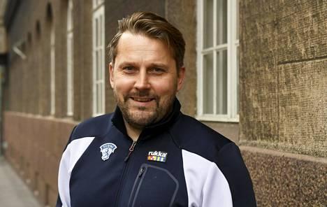 Suomi hakee Antti Pennasen valmennuksessa menestystä vuodenvaihteessa jääkiekon nuorten MM-kisoista Kanadasta.