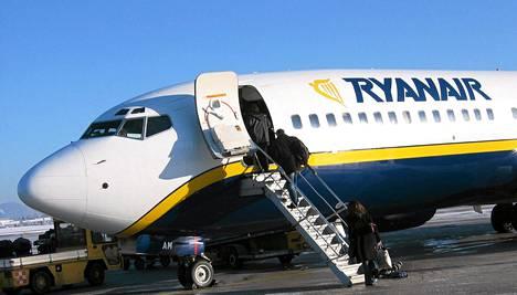 Ryanairin lentokone Salzburgissa Itävallassa.