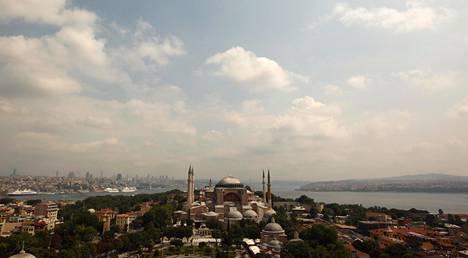Hagia Sofia muutettiin takaisin moskeijaksi 85 vuoden museokäytön jälkeen. Ensimmäinen rukoushetki pidetään tänään.