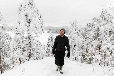 """Lappeenrannassa varttunut Timo Santala viettää paljon aikaa mökillä Saimaan rannalla. """"Ne, jotka tuntevat minut työminän takaa, tietävät, että olen henkeen ja vereen luontoihminen."""""""