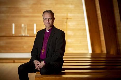 Arkkipiispa Tapio Luoma sanoo, että luottamuksen palautumiseen on isommat mahdollisuudet avoimuuden kautta. Hän kiinnittää huomiota erityisesti kavallusrikoksiin, joissa on käytetty hyväksi pappiin tai kirkon lehtoriin tunnettua luottamusta.