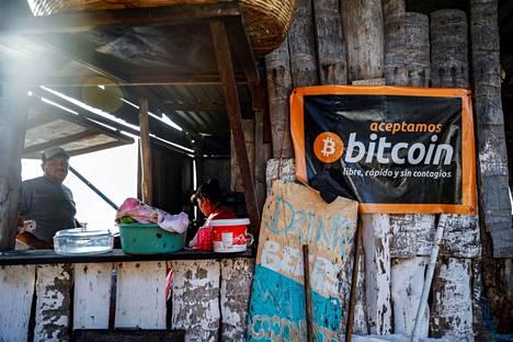 Rantakahvila El Salvadorissa hyväksyy bitcoinit maksuvälineeksi.