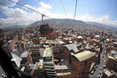 Maailman korkein köysirata kulkee Bolivian pääkaupungin La Pazin ja El Alton välillä.