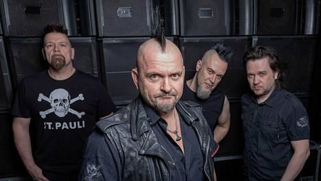 Klamydia soittaa punkkia Kaisaniemessa elokuussa.