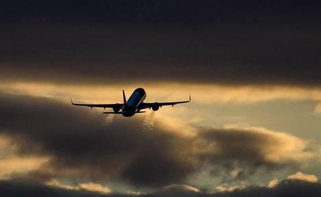Yllättävät ilmavirtaukset voivat heitellä matkustajalentokoneita.
