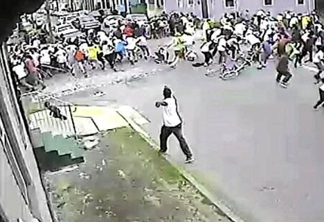 New Orleansin ammuskelussa äitienpäivänä haavoittui 19 ihmistä. Valvontakamerakuvaa.