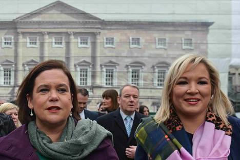 Irlannin yhdistymistä ajavan Sinn Féin -puolueen johtaja Mary Lou McDonald (vas) ja varajohtaja Michelle O'Neill kuvattuna Dublinissa 2019. O'Neill on myös Pohjois-Irlannin hallituksen varapääministeri.