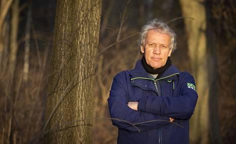 Heinz-Herwig Mascher Brandenburgin Grüne Liga -ympäristöjärjestöstä on huolissaan pohjaveden riittävyydestä Grünheidesta, koska Teslan tehdas kuluttaa paljon vettä.