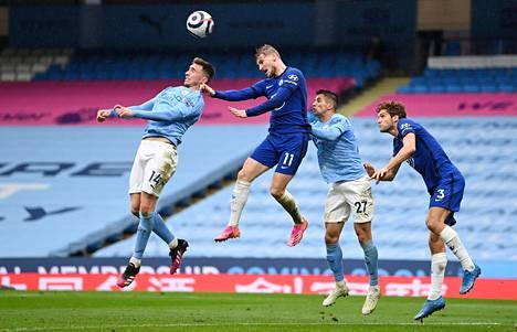 Taivaansininen Manchester City ja sininen Chelsea kohtasivat toisensa Manchesterissa 8. toukokuuta. Joukkueet ovat vastakkain myös 29. toukokuuta pelattavassa Mestarien liigan finaalissa, jonka pelipaikaksi on tarjottu alkuperäisen isännän Istanbulin lisäksi jo Lontoota ja Portoa.