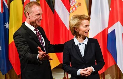 Saksan puolustusministeri Ursula von der Leyen ja Yhdysvaltojen uusi puolustusministeri Patrick Shanahan tapasivat perjantaina Münchenin turvallisuuskonferenssissa.