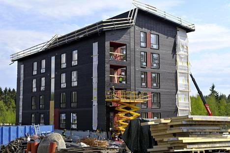 Puukerrostalo Mäihä Seinäjoen asuntomessualueella viime toukokuussa.