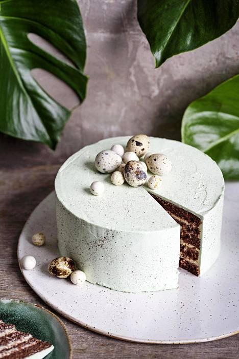 Mehevä passiohedelmä-suklaakakku.