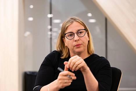 Valtiontalouden tarkastusviraston pääjohtaja Tytti Yli-Viikari kuvattuna Helsingin keskustakirjasto Oodissa heinäkuun alussa.