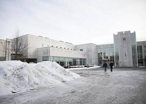 Metropolia-ammattikorkeakoulun koko kampus Espoon Leppävaarassa on päätetty sulkea. Rakennusten vajoaminen aiheuttaa merkittäviä turvallisuusriskejä, joista yksi liittyy sähkölinjojen ja tietoliikennekaapeloinnin kestävyyteen rakennuksen liikkuessa.