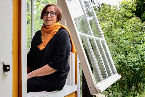 Maire Mattinen asuu Espoon Kilossa huvilassa, joka on tuotu aikoinaan Espooseen Terijoelta. Kunnostustyöt Mattiset tekevät itse.