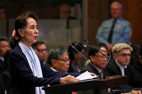 Myanmarin siviilihallinnon johtaja Aung San Suu Kyi oli Haagin tuomioistuimen kuultavana joulukuussa.