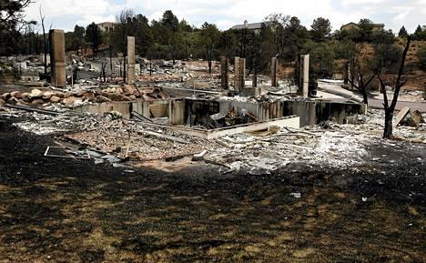 Maastopalo on tuhonnut satoja taloja Colorado Springsissä.