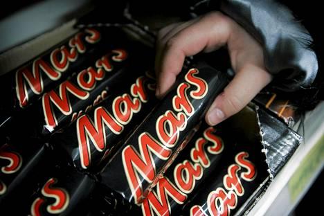 Rikos ei kannata. Euron arvoisen Mars-patukan anastamisesta seurasi englantilaisnaiselle 500 euron lasku.