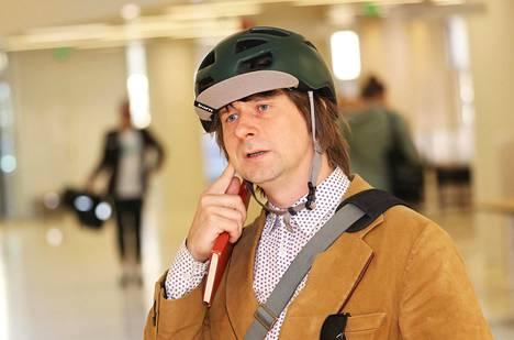 Väitöskirjatutkija Mikko Itälahti teki perustutkintonsa kulttuurimaantieteestä. Hänen mielestään on tärkeää, että myös pääsykoeväylä yliopistoon säilyy riittävän suurena.